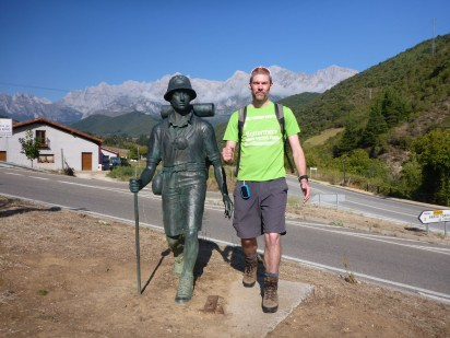 walk-1-az-with-statue