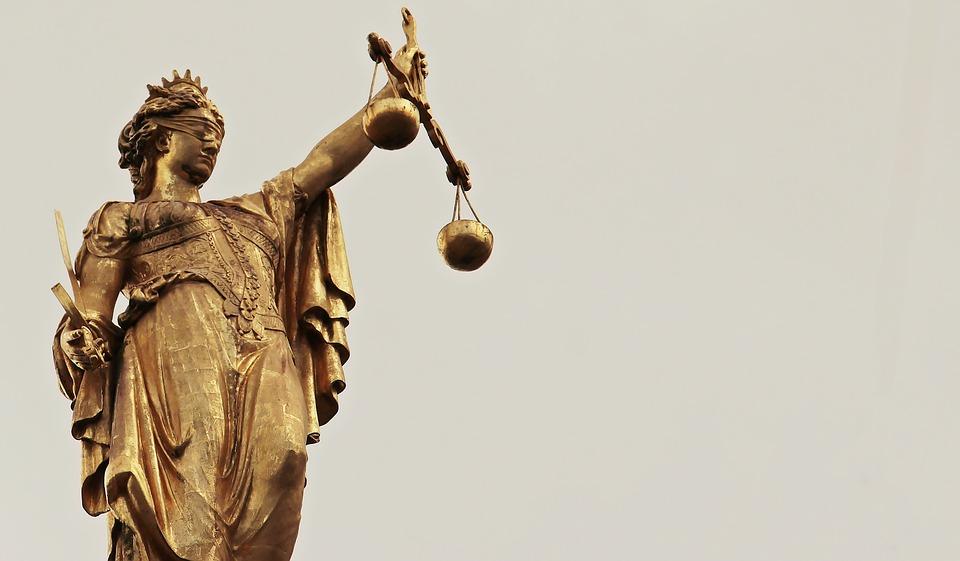 Aia Fog: Stop med at sælge ud af demokratiets arvesølv