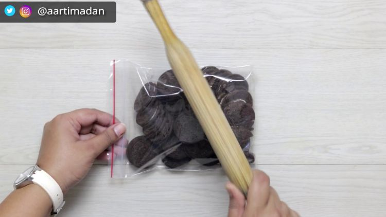 oreo ice cream recipe - step 1 - crush oreos