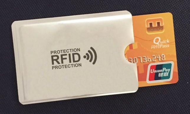 RFID blocking hoesje, in allerlei kleuren, voor een euro