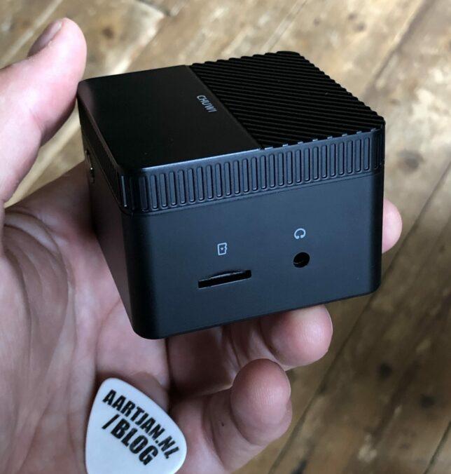 SD kaart kan er ook in, en 3,5 mm minijack