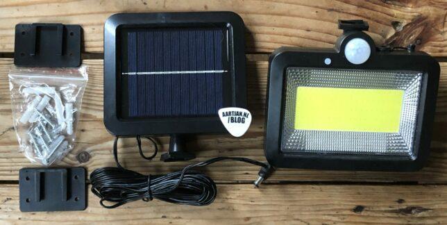 Ledlamp met PIR bewegingssensor en zonnepaneel COB