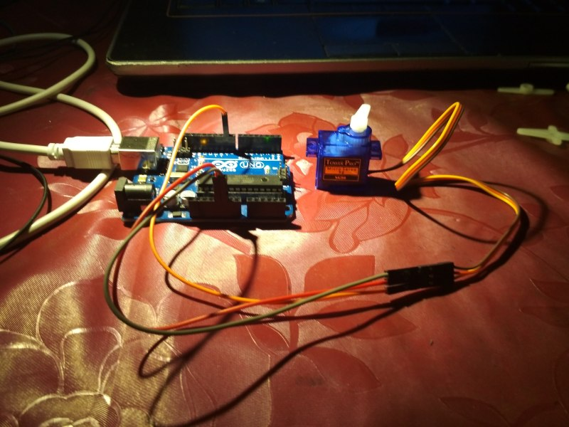 Arduino Beginner Series: Project 17: Controlling a Servo