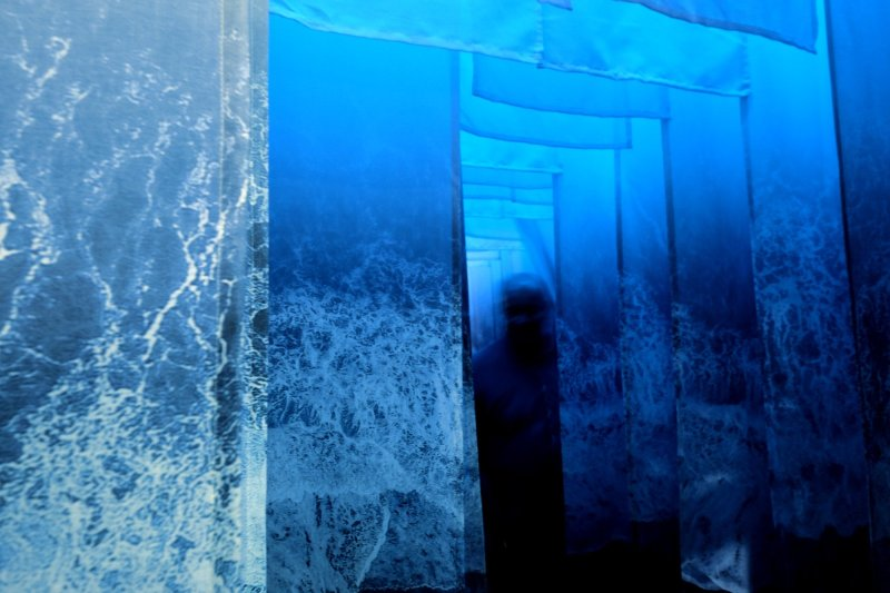 Immerse yourself into a textile ocean