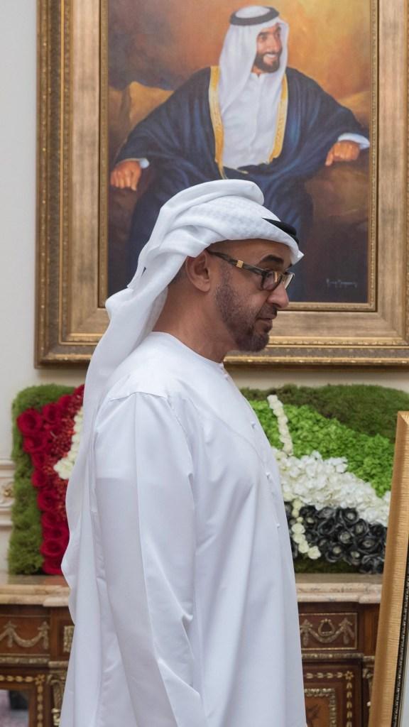 محمد بن زايد يستقبل بمناسبة #يوم_المرأة_الاماراتية أمهات الشهداء ومواطنات يمثلن مختلف الجهات والمؤسسات الوطنية ويشيد بدورهن في تنمية الوطن