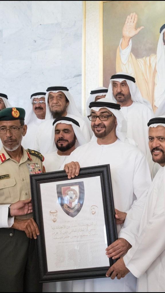 بالصور : محمد بن زايد خلال لقائه بضباط الدفعة الأولى من #كلية_زايد_الثاني_العسكرية