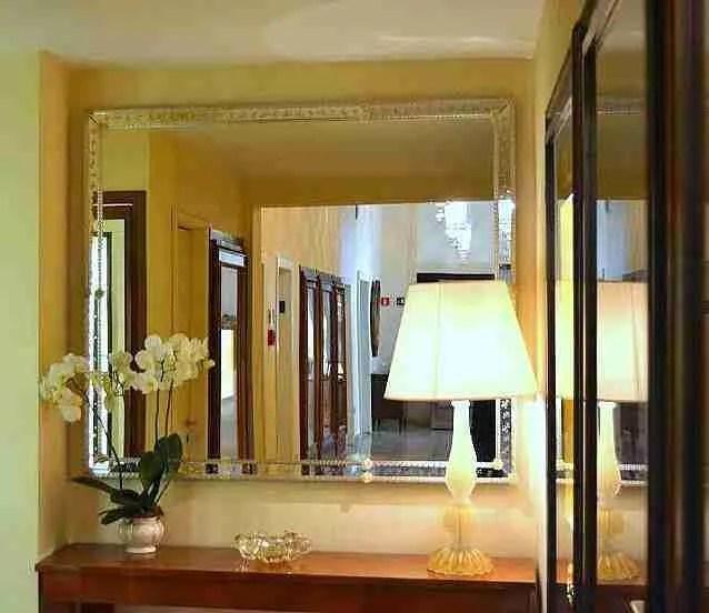 Specchio inciso