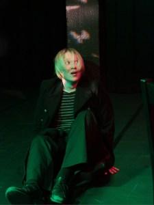 Gustaf Johansen (Tuoriniemi) ja nimettömät kauhut. Kuva: Leena Tiuri/Tikkurilan Teatteri