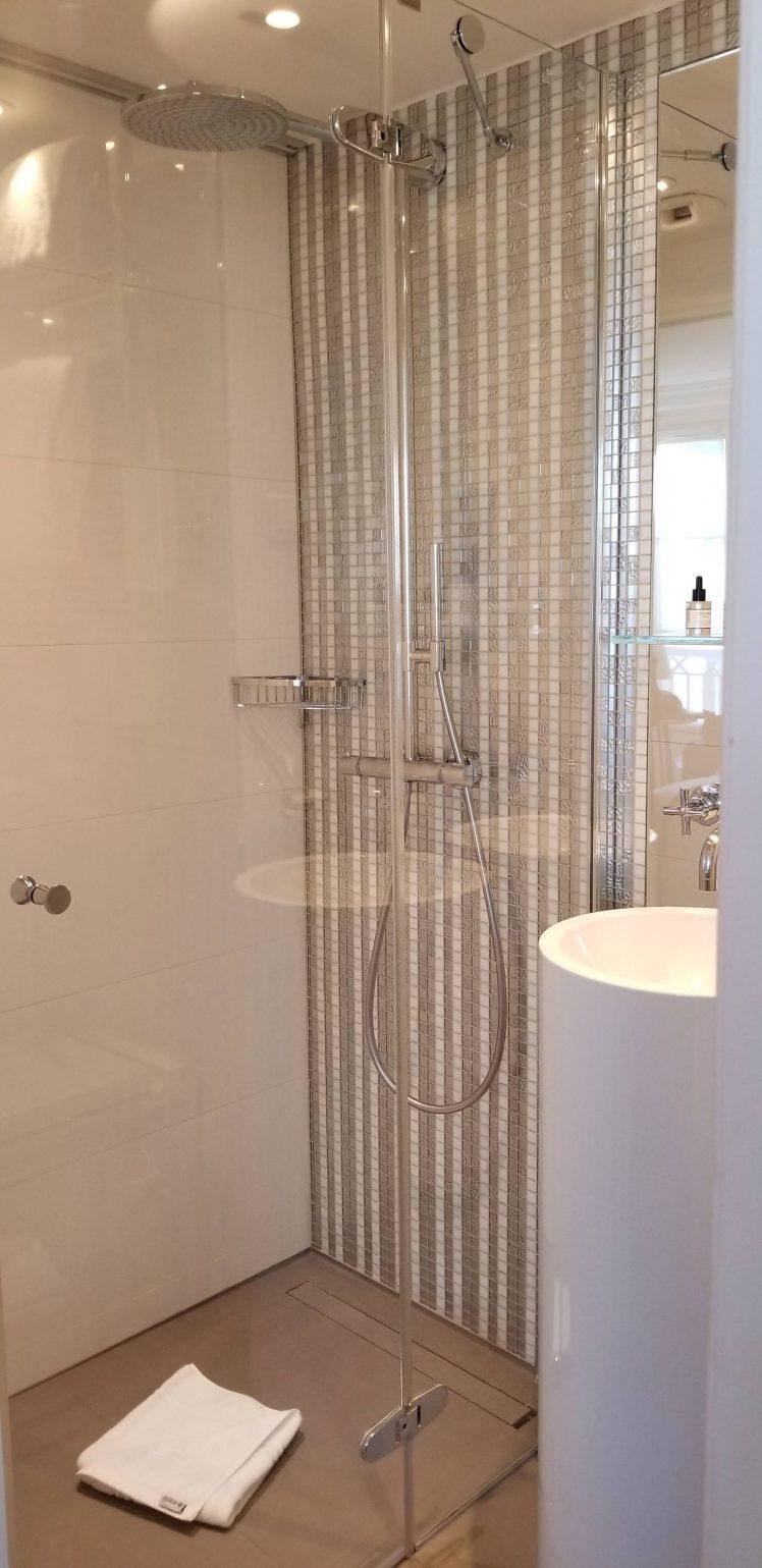 Bathroom at-Hotel-R-de-Paris