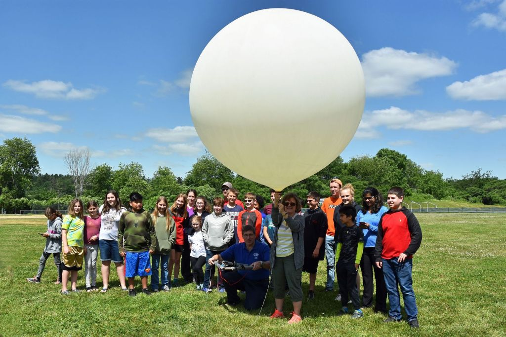 Students Launch a High-Altitude Balloon carrying Amateur Radio