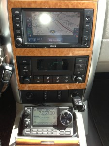 The 7100 Mounted in the Console of a 2008 Chrysler Aspen