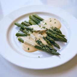 Espárragos verdes a baja temperatura con salsa holandesa para torpes