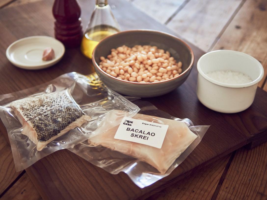 Bacalao Skrei a baja temperatura con puré de alubias y tahin.