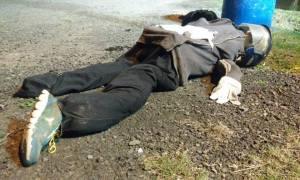 Boneco estava atirado na margem da rodovia com ofensas aos policiais /Reinaldo Ew/Jornal Ibiá