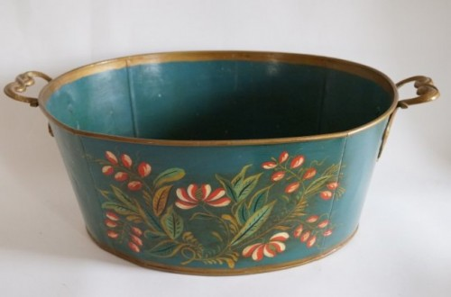 20th c. Toleware bucket, Brown's Hilltop Tavern auction Photo: Mid-Hudson Galleries