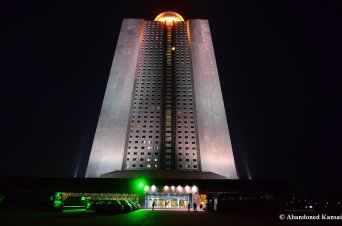 Yanggakdo International Hotel, Entrance At Night