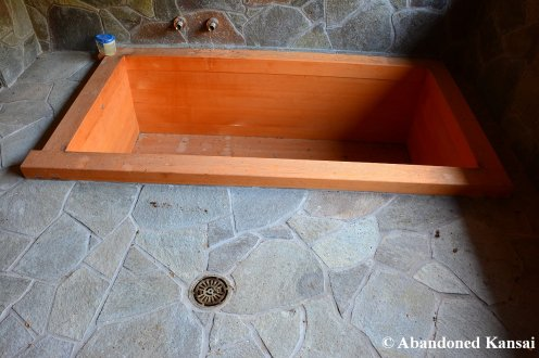 Small Countryside Onsen Tub