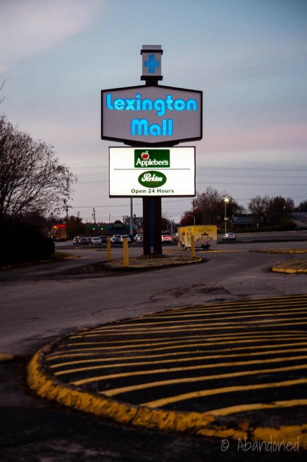 Lexington Mall Sign