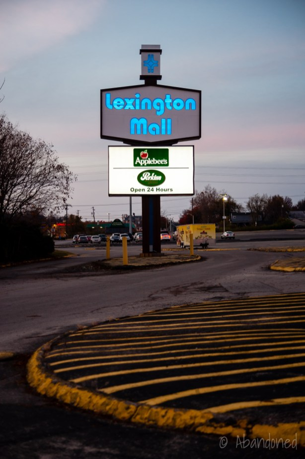 Lexington Mall Sign