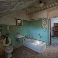 Trans-Allegheny Lunatic Asylum Bathroom with Toilet, Sink and Bathtub