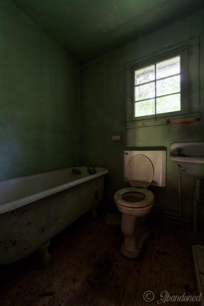 Abandoned Hamilton Cottages Bathroom
