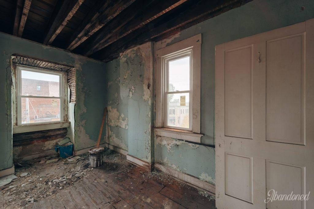 845 Monmouth Street Interior