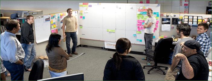 La Reunión Operativa Diaria De Pie O Reunión De Buenos Días. Uno De Los Pilares Prácticos Para Una Nueva Cultura De Empresa.