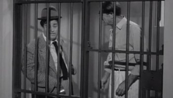 Uncle Bozzo's Visit - The Abbott and Costello Show, season 2 - Lou Costello in jail with Uncle Bozzo