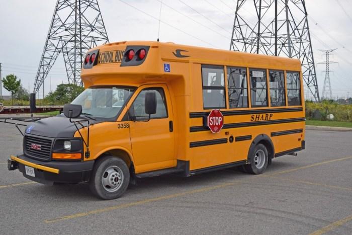 school-bus-946671_1920