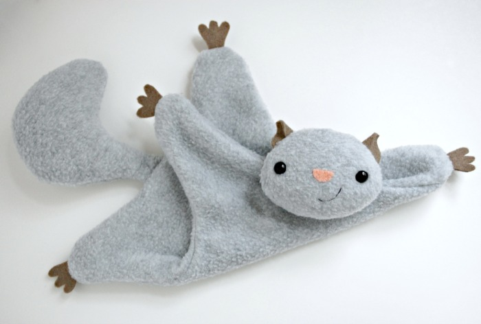 Flying Squirrel - A Free Pattern - whileshenaps.com