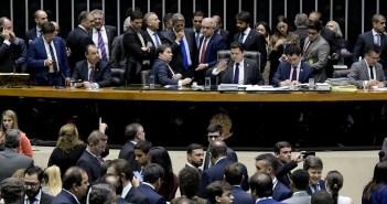 Deputados e senadores reunidos no plenário da Câmara durante a sessão conjunta do Congresso nesta terça (10). Foto: Waldemir Barreto/Agência Senado