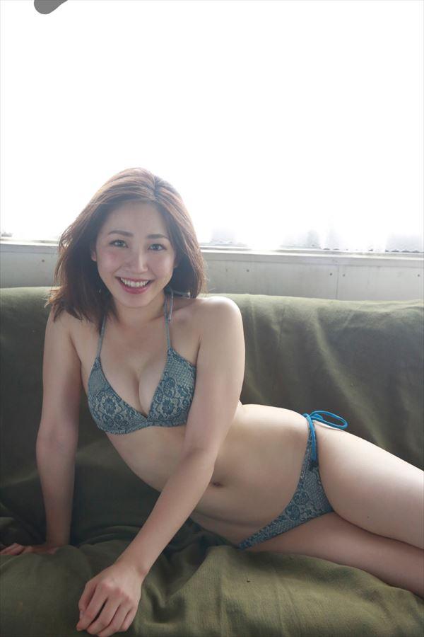 吉川友 水着エロ画像006