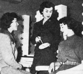 Lee Halls (centre) discusses technique with Muriel Rickaby (left) and Barbara Walter