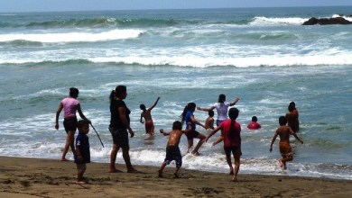 Photo of Visitantes abarrotan playas del municipio