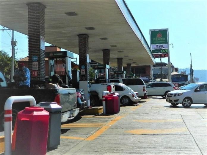 afecta-falta-de-gasolina-zihuatanejo.jpg