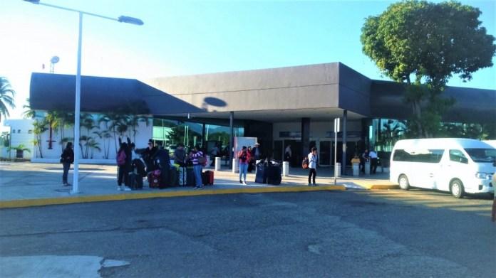 disminuye-turismo-extranjero-zihuatanejo-.jpg