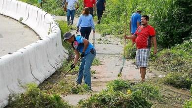 Photo of Ciclistas hacen labor de limpieza de la ciclopista