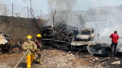 Photo of Voraz incendio se propaga en establecimientos de la Zona Industrial de Zihuatanejo