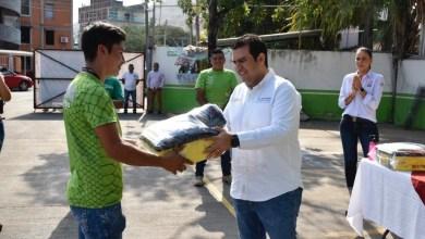 Photo of Entrega alcalde JSA equipo de higiene y seguridad a empleados municipales