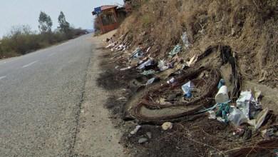 Photo of Gran cantidad de basura a las orillas de la carretera Zihuatanejo-Lázaro Cárdenas