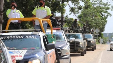 Photo of Recorren militares y policías calles de Tecpan para evitar aglomeraciones por celebración religiosa