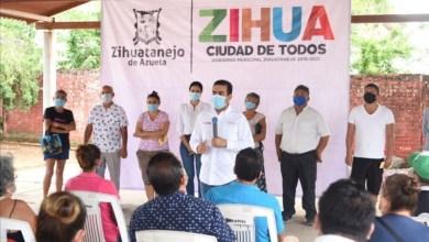 Photo of Entrega Jorge Sánchez apoyos sociales a familias de El Coacoyul