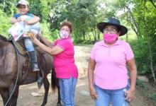 Photo of Entrega de apoyos por parte del DIF de Petatlán que encabeza la primera trabajadora social Lic. Enfría Angélica García Vargas