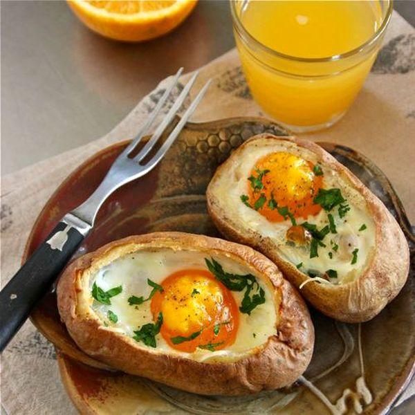 jajka-pieczone-w-ziemniakach