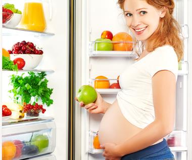 Żywienie w ciąży. Dieta dla kobiet spodziewających się dziecka
