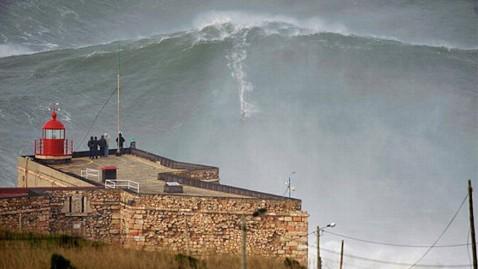 ht garrett mcnamara 100 foot wave ll 130129 wblog Garrett McNamara Photographed Surfing Possible 100 Foot Wave