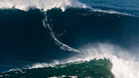 ht garrett mcnamara ll 130129 wblog Garrett McNamara Photographed Surfing Possible 100 Foot Wave