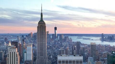 gty empire state building dm 130425 wblog Man Survives Fall From Empire State Building After Landing on Catwalk