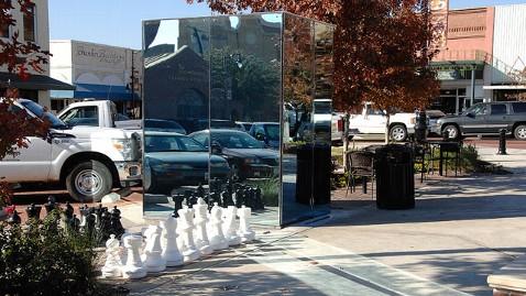 ht glass bathroom dm 121116 wblog All Glass Bathrooms Debut in Texas Town