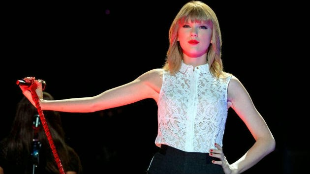 Taylor Swift Shares Photo of Herself with Emma Stone, Lena ...